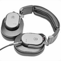 Austrian Audio-HI-X55-table-showroomaudio
